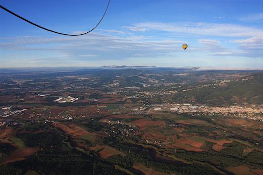 Vol en globus sobre el vall s oriental globubolg fotografies de globus - El tiempo en el valles oriental ...